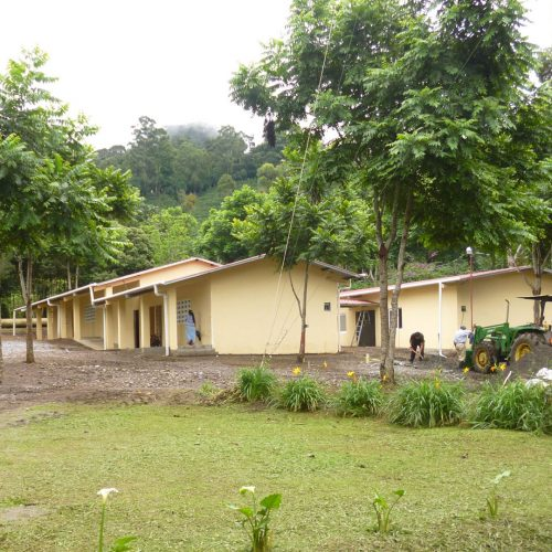 Construcción de la escuela de Cafe Eleta 12