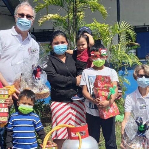 Familias afectadas por huracanes Eta e Iota reciben ayuda 1
